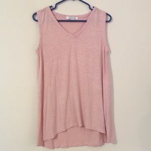 TOP BY ROSE + OLIVE SIZE MEDIUM